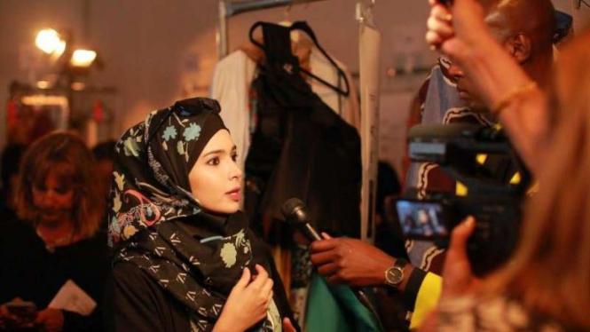 Busana rancangan desainer Vivi Zubedi di New York Fashion Week