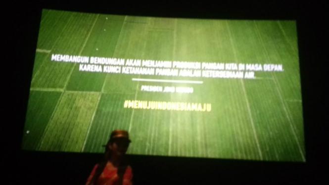 Iklan hasil kinerja pemerintah, yang disertai kutipan Presiden Joko Widodo di bioskop.