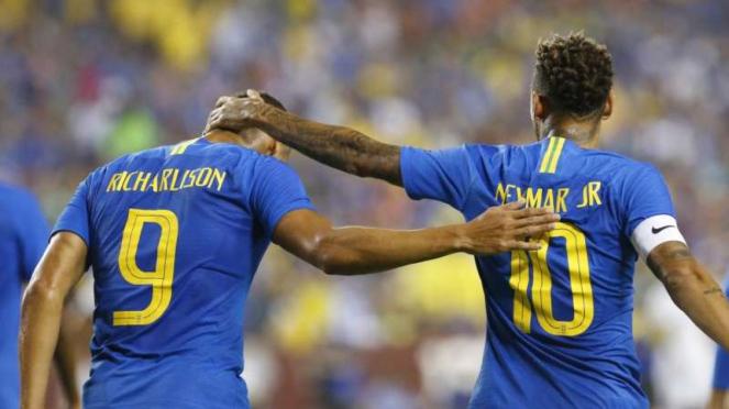 Bintang Timnas Brasil, Richarlison de Andrade (kiri) dengan Neymar.