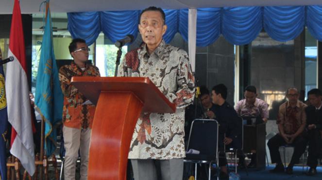 Ketua Yayasan Administrasi Indonesia (YAI) H. Julius Sjukur