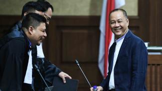 Terdakwa kasus korupsi pemberian Surat Keterangan Lunas (SKL) Bantuan Likuiditas Bank Indonesia (BLBI) Syafruddin Arsyad Temenggung (kanan) saat menjalani sidang lanjutan di Pengadilan Tipikor, Jakarta Pusat, beberapa waktu lalu.