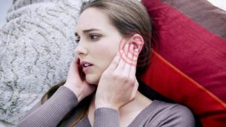 Ilustrasi telinga berdenging.