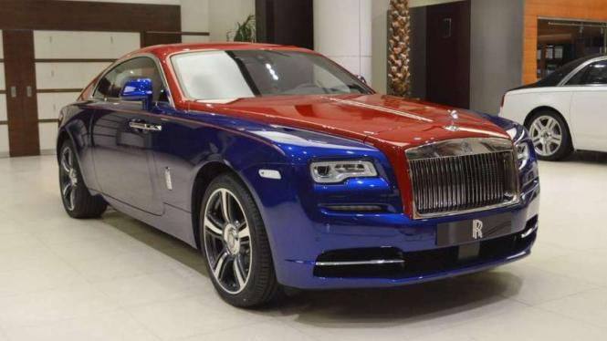 Rolls-Royce Wraith dengan warna khusus.