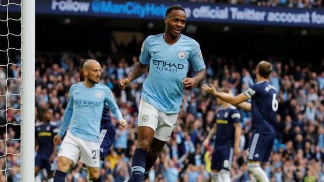 Winger Manchester City, Raheem Sterling, melakukan selebrasi usai mencetak gol