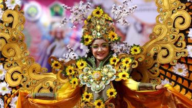 Aneka Barang Daur Ulang Meriahkan Karnaval Bunga Malang – VIVA 67c3d793ba