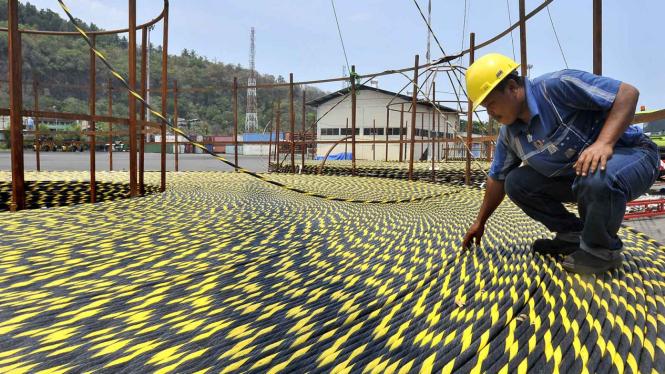 Kabel Optik Laut Jakarta-Surabaya.