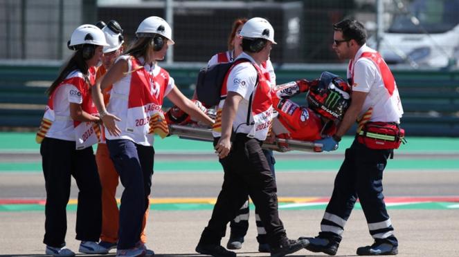 Pembalap Ducati, Jorge Lorenzo terjatuh saat balapan di MotoGP Aragon