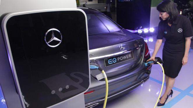 Mercedes-Benz Luncurkan Stasiun Pengisian Daya Mobil Listrik