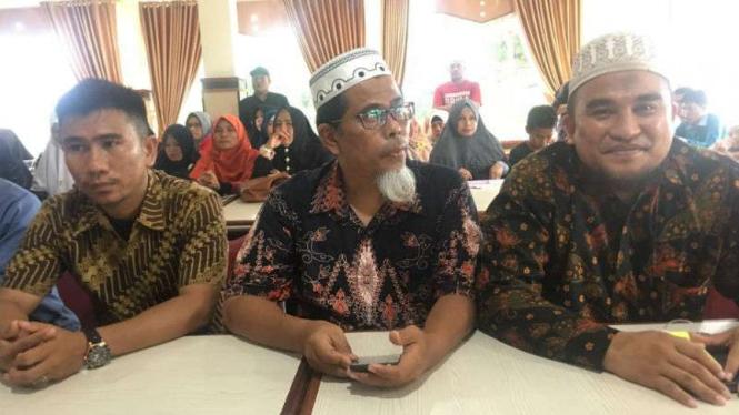 Panitia penyelenggara Deklarasi Kebangsaan Relawan Prabowo-Sandiaga dalam konferensi per di Kota Padang, Sumatera Barat pada Senin, 24 September 2018.