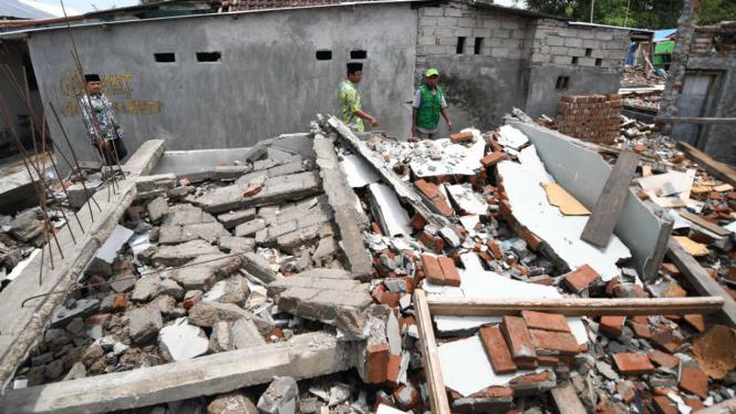 Puing reruntuhan rumah korban gempa Lombok.