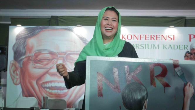 Putri almarhum Gus Dur, Yenny Wahid, menghadiri pembacaan deklarasi dukungan pada Pilpres 2019 oleh Konsorsium Kader Gus Dur di Rumah Pergerakan Gus Dur, Jakarta