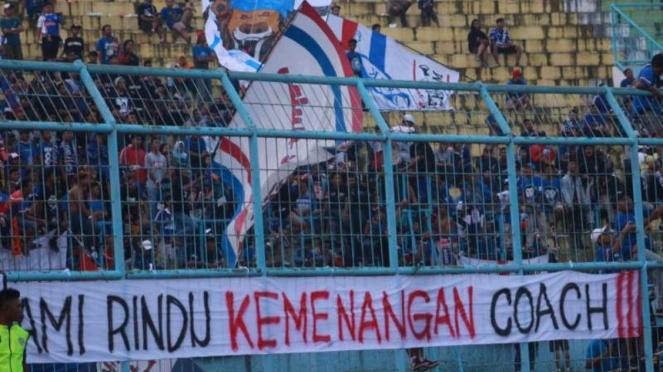 Aremania saat di Stadion Kanjuruhan, Malang. (Lucky Aditya)