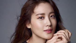 Claudia Kim saat ini tengah menjalin hubungan asmara dengan pengusaha Korea-Amerika bernama Cha Min Geun.