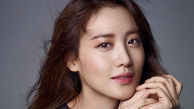 Insiden Artis Cantik Korea Tertukar Di Karpet Merah Fantastic Beasts
