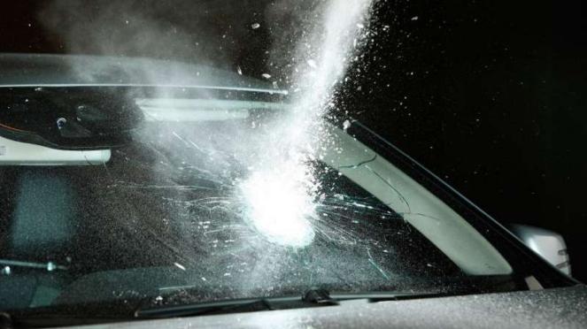 Ilustrasi mobil diberondong tembakan