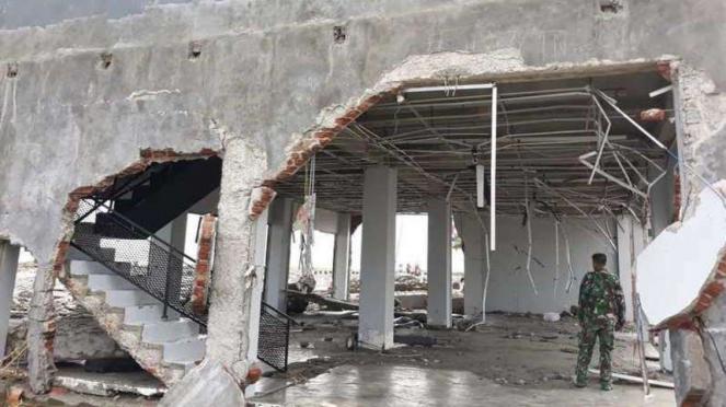 Diler Kawasaki di Palu rusak diterjang tsunami.