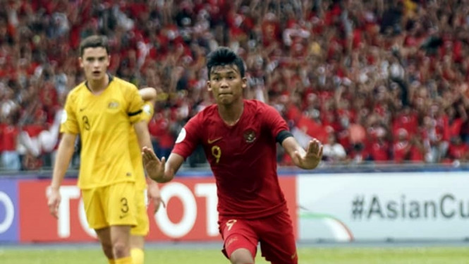 Striker Timnas Indonesia U-16, Sutan Diego Zico mencetak gol ke gawang Australia