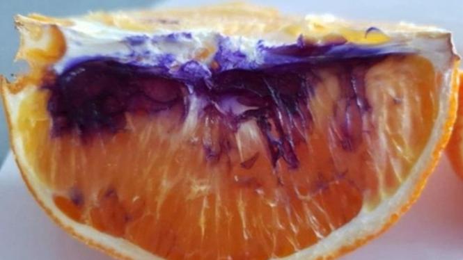 Warna jeruk.
