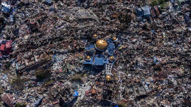 Foto udara rumah-rumah warga yang hancur akibat gempa 7,4 pada skala richter (SR) di Perumnas Balaroa, Palu, Sulawesi Tengah, Senin, 1 Oktober 2018.