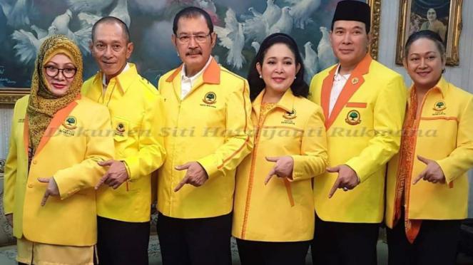 Enam putra putri Trah Soeharto kompak pakai jaket Berkarya
