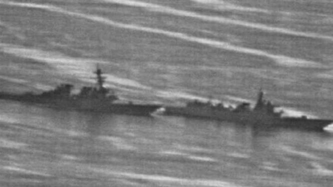 Kapal perang AS hampir bertabrakan kapal AL China di Laut Tiongkok Selatan (foto aerial)