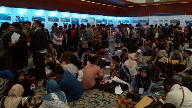 Ribuan pelamar kerja yang padati IBD Expo 2018 di Surabaya.