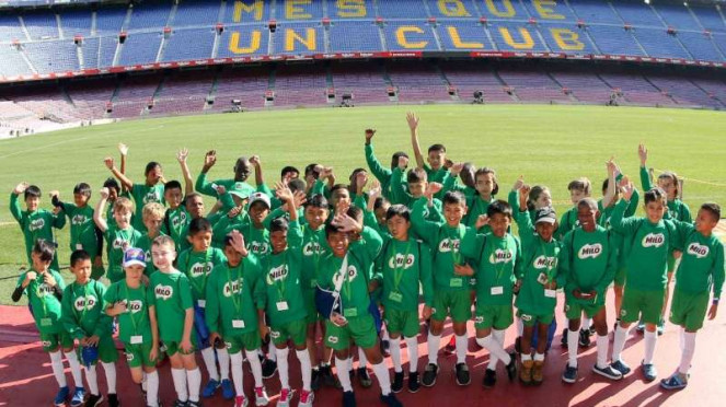 Anak-anak MILO Football Championship 2018 saat latihan di Barcelona.