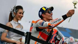 https://thumb.viva.co.id/media/frontend/thumbs3/2018/10/07/5bba265e4751d-marc-marquez-saat-di-podium-motogp-buriram-thailand_325_183.jpg