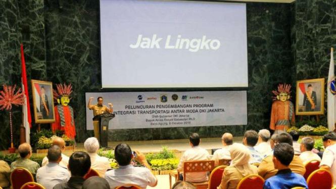 Gubernur DKI Jakarta Anies Baswedan saat mengganti nama Ok Otrip jadi Jak Lingko