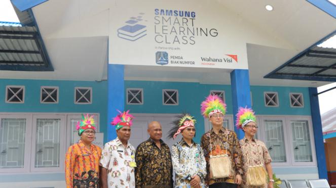 Peresmian Samsung Smart Learning Class di SD YPK Waupnor, Biak, Papua