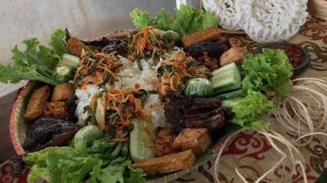 Hidangan menu di Bumi Sampireun