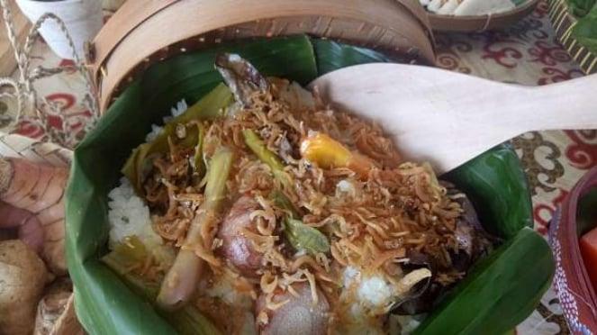 Nasi liwet khas Bumi Sampireun