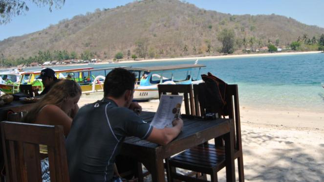 Tempat makan dan pemandangan di Gili Sudak