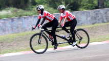 https://thumb.viva.co.id/media/frontend/thumbs3/2018/10/10/5bbdf1ca86b35-sri-sugiyanti-raih-perak-para-cycling_213_120.jpg