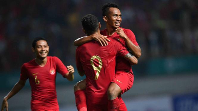 Pemain Timnas  Indonesia melakukan selebrasi usai menjebol gawang Timnas Myanmar.
