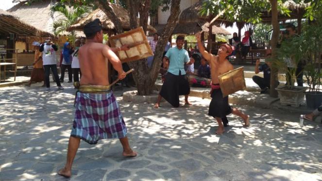 Tari Peresean di Kampung Sade, Lombok Tengah, NTB