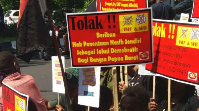 Demo Mahasiswa Papua Tolak Pertemuan IMF di Bali Diadang Pecalang