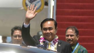 Perdana Menteri Thailand Prayut Chan-o-cha (tengah)