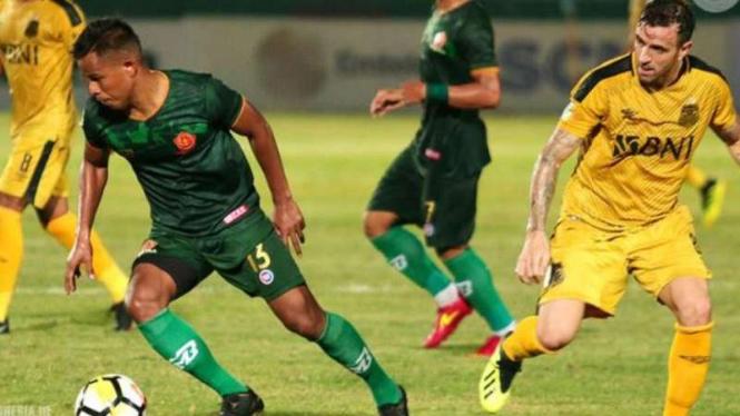 Pertandingan PS TIRA kontra Bhayangkara FC