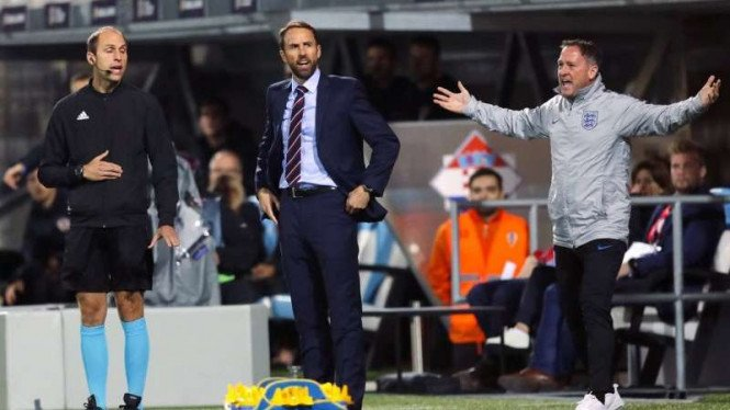 Manajer Timnas Inggris, Gareth Southgate (tengah)