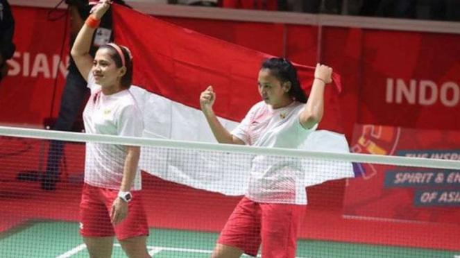 Pebulutangkis ganda putri Asian Para Games rayakan kemenangan.
