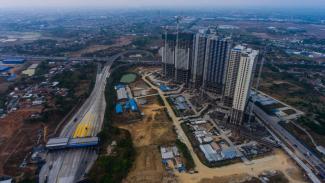 Foto aerial pembangunan gedung-gedung apartemen di kawasan Meikarta, Cikarang, Kabupaten Bekasi, Jawa Barat