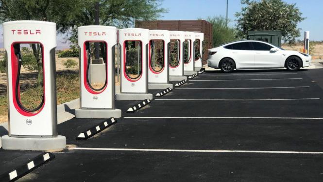 Stasiun pengisian ulang Tesla untuk mobil listrik