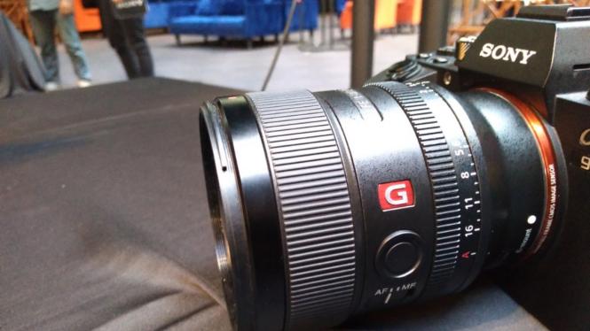 Lensa Sony 24mm untuk jarak dekat