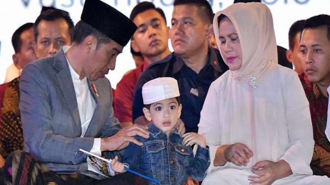Presiden Jokowi dan Ibu Iriana bersama cucu, Jan Ethes di Hari Santri Nasional.