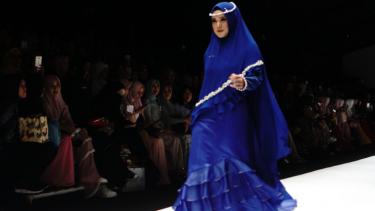 Mulan Jameela di pagelaran busana Si.Se.Sa di Jakarta Fashion Week 2019.