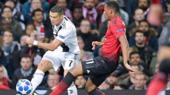 Megabintang Juventus, Cristiano Ronaldo saat menghadapi Manchester United