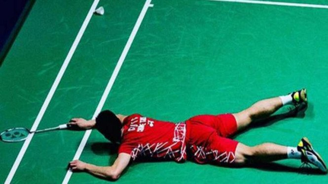Chou Tien Chen tumbang di lapangan.