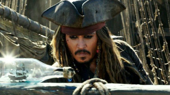 Johnny Depp dalam Pirates of the Caribbean