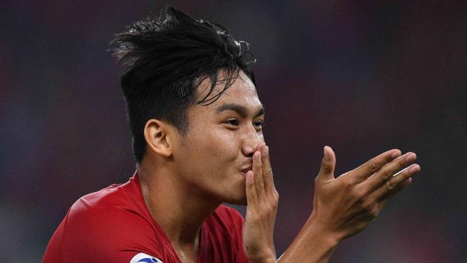 Pemain Timnas Indonesia Witan Sulaeman melakukan selebrasi usai mencetak gol ke gawang Timnas Uni Emirat Arab dalam penyisihan Grup A Piala Asia U-19 di Stadion Utama Gelora Bung Karno, Jakarta